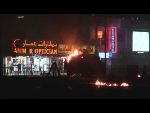 Bahrain: Protesters throw Molotov cocktails at riot police in Sitra 28.02.2015