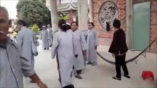 Nhóm phụ nữ mặc đồ Phật tử đập phá chùa ở Vũng Tàu, đánh sư thầy
