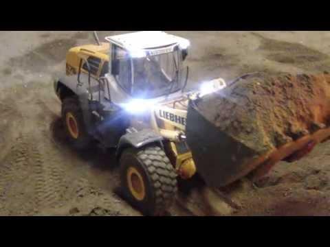 Prototype RC Wheel Loader LIebherr 576 loading trucks - Great RC Fun!