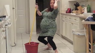 Pregnant Lady Twerks til her water breaks TOO FUNNY