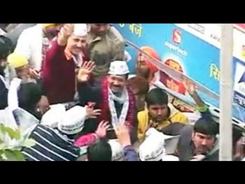 Arvind Kejriwal's 7 km roadshow begins with song and dance