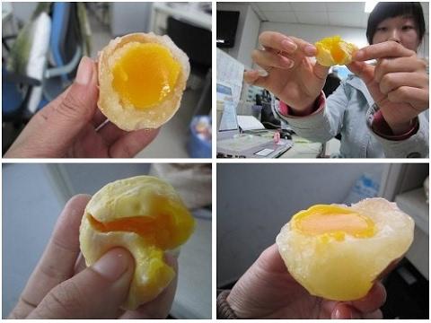 غرائب وعجائب العالم -  إحذروا شراء البيض بعد الآن - الصين تصنع البيض من البلاستيك thumbnail
