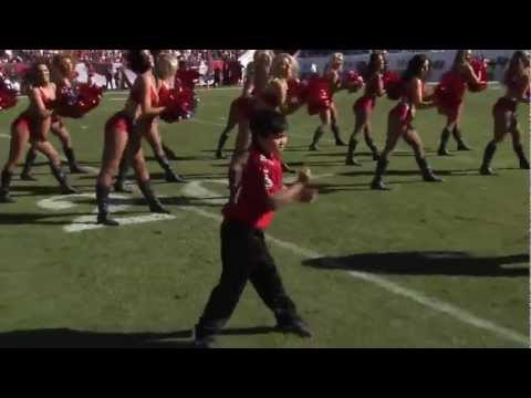 Kid dances with Tampa Bay Buccaneers Cheerleaders .mp4