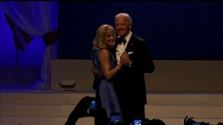 Jamie Foxx Sings for Bidens at Inaugural Ball - Inauguration 2013