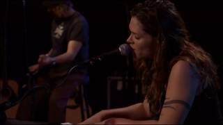Watch Beth Hart Leave The Light On video