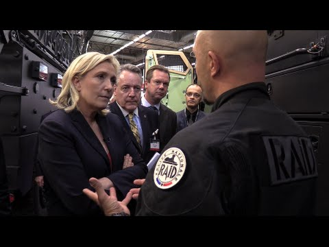 Marine Le Pen au salon de défense Eurosatory