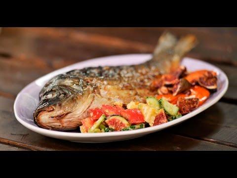 Карп с запечённой морковью и салатом из адыгейского сыра и авокадо | Рыба и гриль