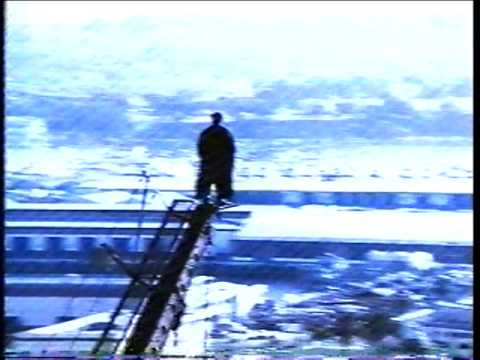 ◆動画小ネタ◆真夏に船の舳先でコートを羽織って立ち尽くすエディソン・カヴァーニさんがかっこよすぎる件