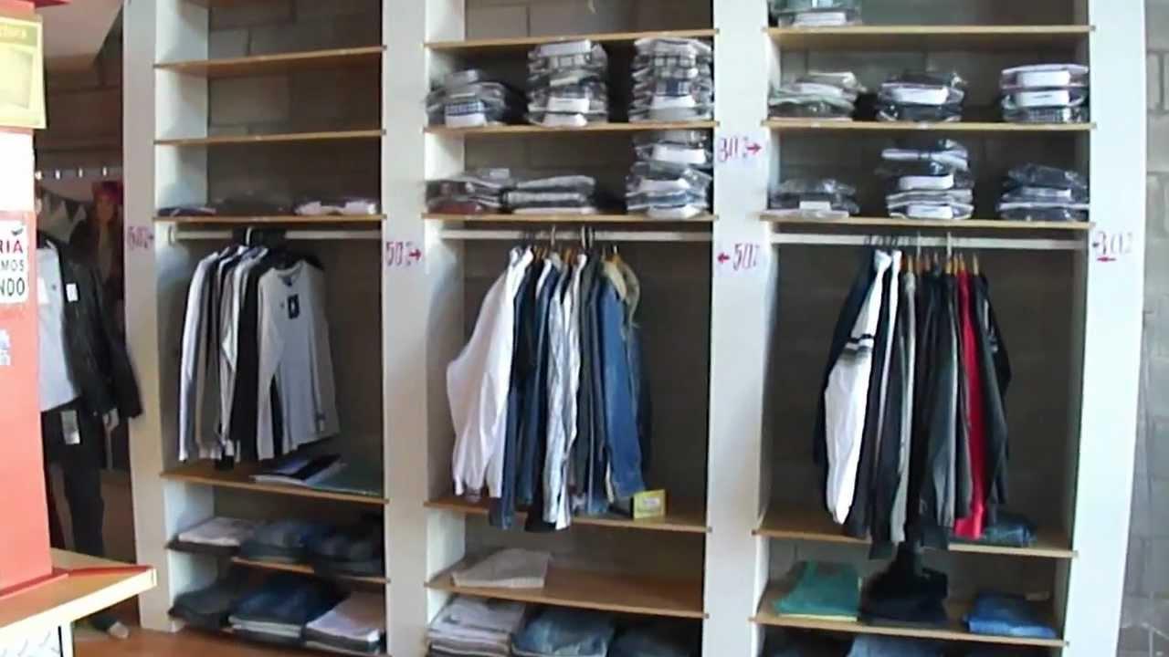 Estanterias de madera para local de ropa como nuevas for Muebles para negocio de ropa