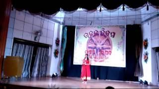 Anisha singing Kaliare Manaboli