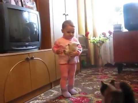 Малыш с котенком против взрослого кота