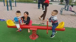 Gia Linh em Cò cùng Fan hâm mộ (em Hà) chơi Cầu Bập Bênh Xích Đu Cầu Trượt ở khu vui chơi giải trí