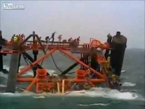 אסדת גז איראנית במפרץ טובעת