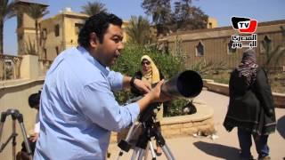 مواطنون يشاركون فى مشاهدة «كسوف الشمس» من مرصد حلوان