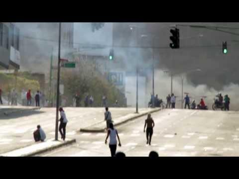 Motorizados armados dispararon contra estudiantes en la Cedeño