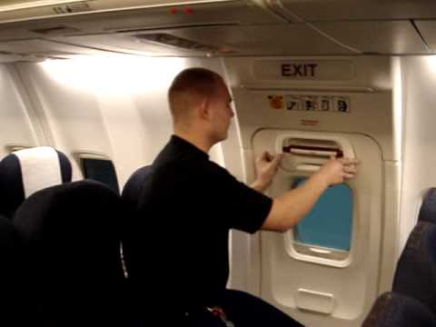 Operation Of The Emergenzy Exit In A Boeing 737 Next