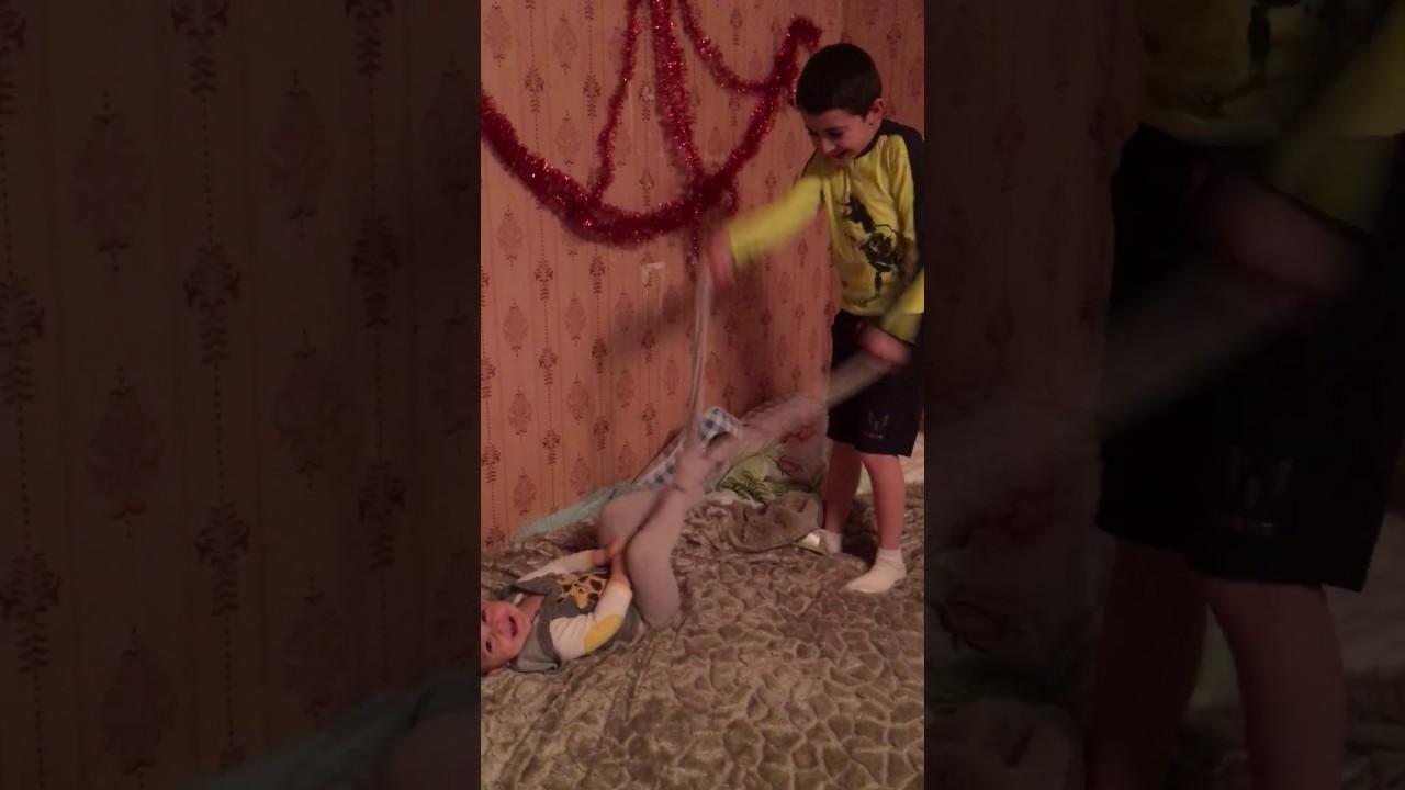 Насилует Сестру Девственницу