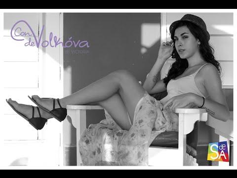 Victoria Volkóva enfrenta su reto en Acapulco en #ConVdeVolkóva para Servicio De Agencia