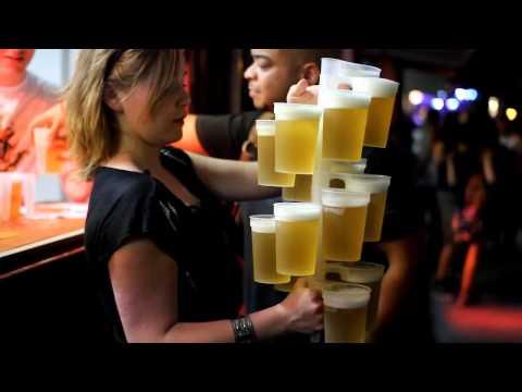 Camarera - Repartir muchas cervezas a la vez