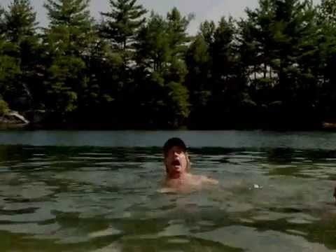 atraksi kakek gendut fat lompat dari atas sungai  ngakak konyoll...