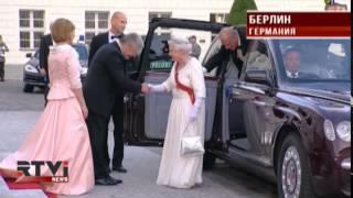 Елизавету Вторую в Берлине встретили толпы восторженных поклонников