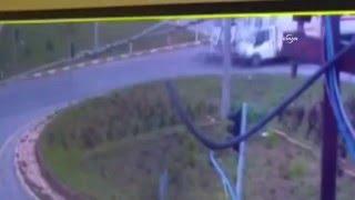 TIR kamyoneti biçti: 3 ağır yaralı