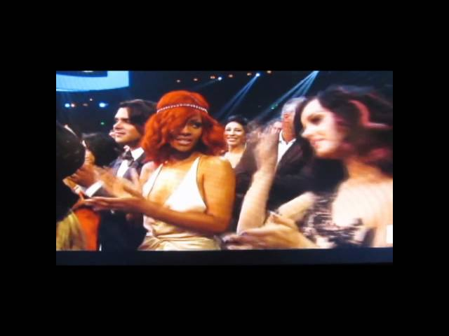 Rihanna throws shade after Drake & Mary J Blige's performance at the 2010 MTV VMA Awards