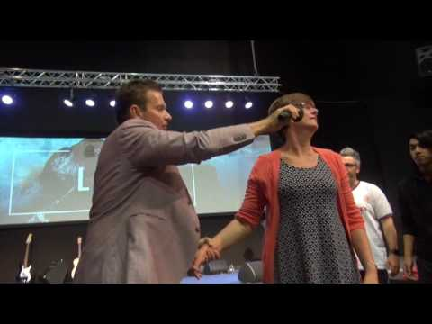 Lady healed from painful crunching neck in Adelaide - John Mellor Healing Ministry