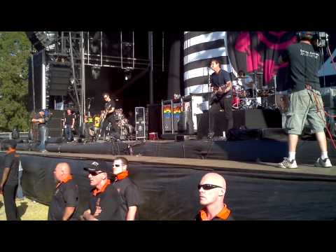 Blink 182 - Violence - Soundwave Adelaide 2013 - Up close in HD