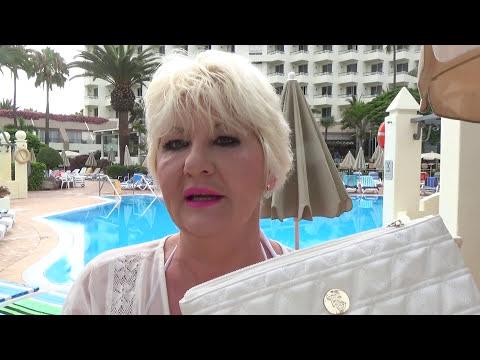 Luna | What's in my Beach Bag! My Beach Essentials