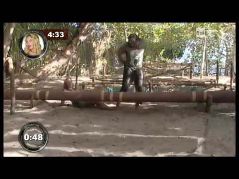 Aida Yespica – isola obstacle course (Jan 26 2012)