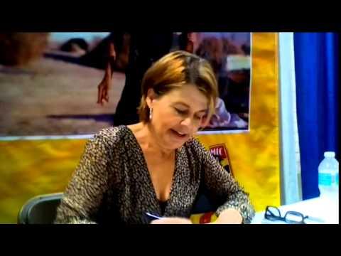 Linda Hamilton Signing Autograph   @ Tampa Bay Comic Con 2015