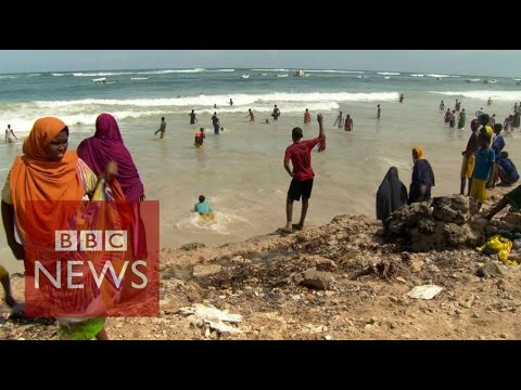Somalia: Beach life returns to Mogadishu - BBC News thumbnail