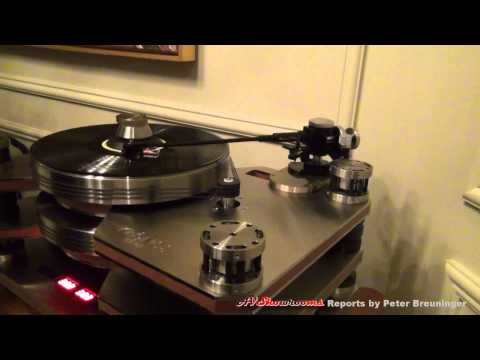 Kronos Turntable with Lamm CES 2012.mp4