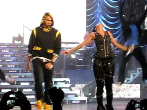 Rihanna & Chris Brown - Umbrella/Cinderella (Sydney Concert) Video