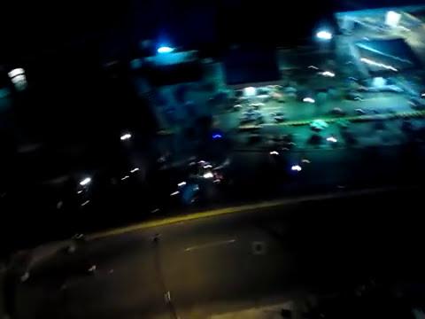 Arremetida de motorizados  al edificio Altos de Ugar ,Urb Horizonte.Caracas. 19-02-2014. 6.35 pm