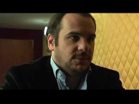 C est l histoire d un mec : Les premières infos du film consacré à Coluche