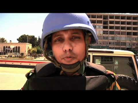 MaximsNewsNetwork: HAMA, SYRIA: UN OBSERVERS on PATROL (UNSMIS)