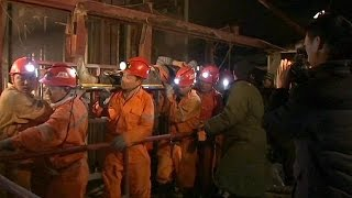 Cina: crollo in miniera, 18 persone bloccate