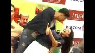 kajal Romantic dance with akshay Kumar