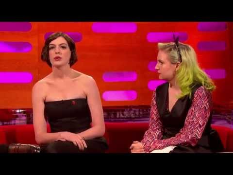 Lena Dunham & Anne Hathaway attempt English accents