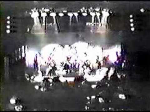 GUNS N ROSES LIVE 1985 Rock&Roll 1985 LAW Axl Rose&Tracii Guns with Shark Island