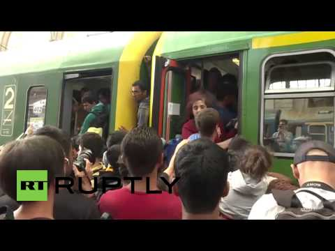 Hungary: Refugees scramble to board westbound trains as Keleti station reopens