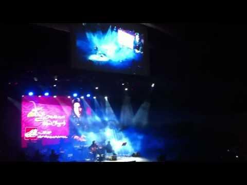 Mohsen Yeganeh - Fadakari live ( borj e milad ) ( 14 tir )