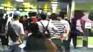 At Singapore departure hall ! [2PM][NICHKHUN JAY]