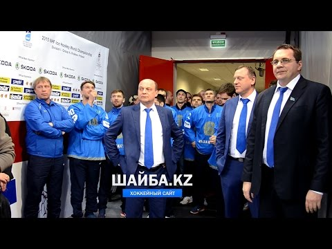 Андрей Назаров выводит сборную Казахстана на награждение