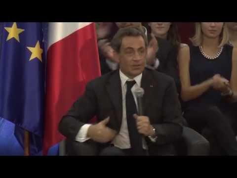 Nicolas Sarkozy échange avec le public à Toulouse