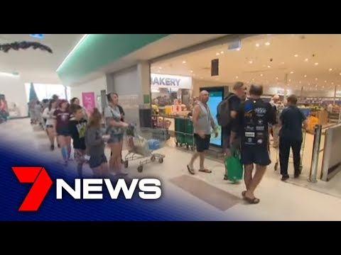 NSW Fires: Long queues as Batesman Bay residents stock up on supplies | 7NEWS