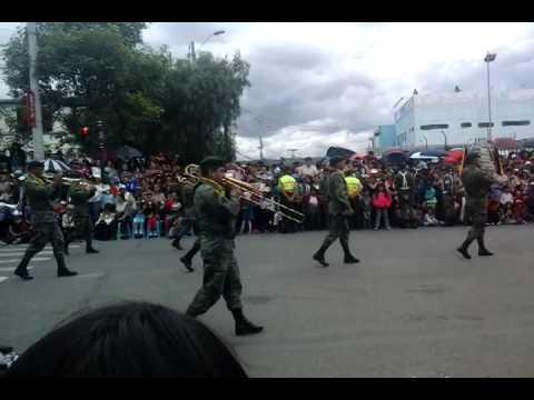 Desfile civico militar cuenca 2014