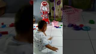 Kerjaan Pangeran Kalau Maen Sambil Nonton, Bayi Imut, Cute and Funny Baby